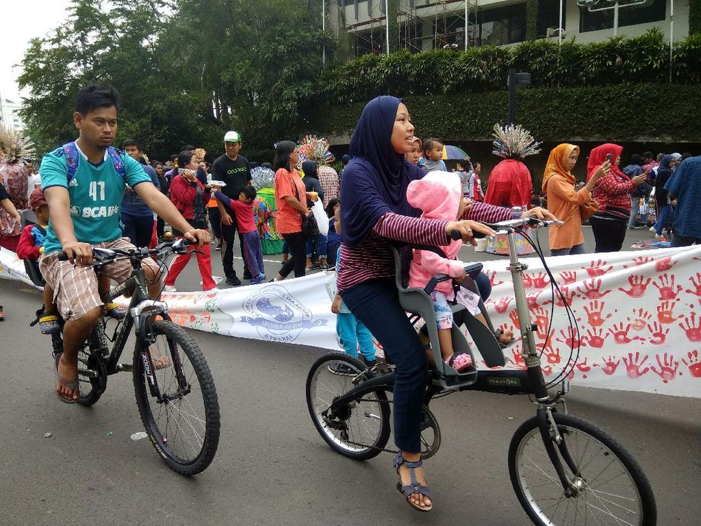 Kring kring! Serunya Sepedaan di Car Free Day Jakarta