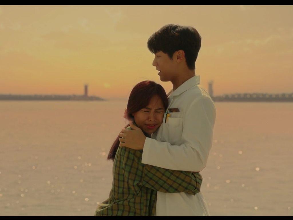 Main Drama Korea Hospital Ship, Wanita Indonesia Ini Bikin Iri Netizen