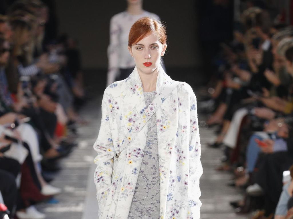 Foto: 25 Koleksi Busana Max Mara di Milan Fashion Week 2017