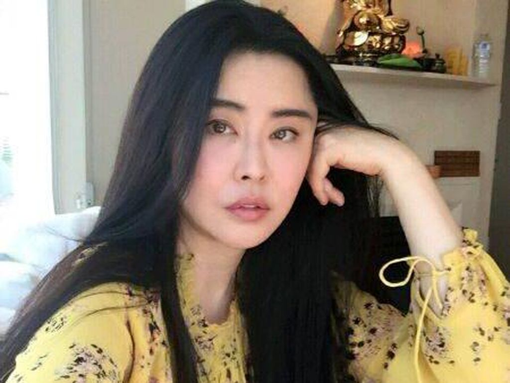Seperti Tak Menua, Aktris 50 Tahun Ini bak Wanita Usia 30-an