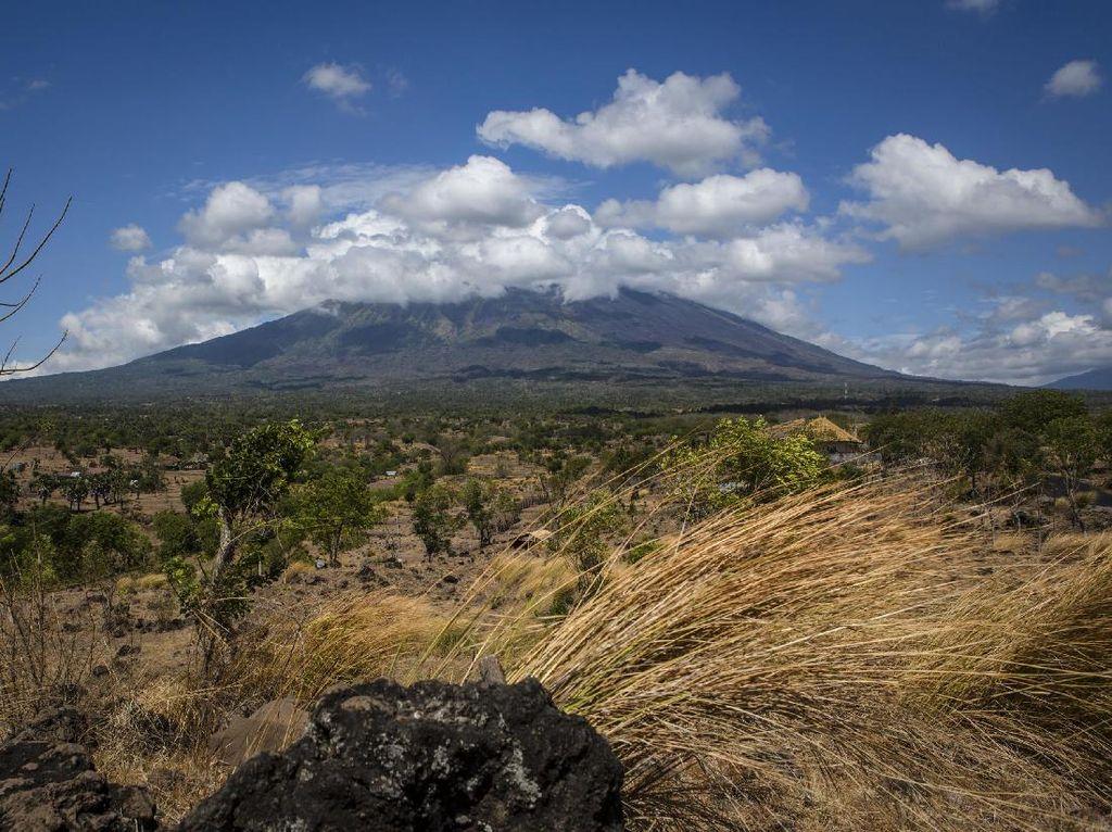 Aktivitas Gunung Agung Meningkat, Dokter Ingatkan Risiko Asma Kambuh