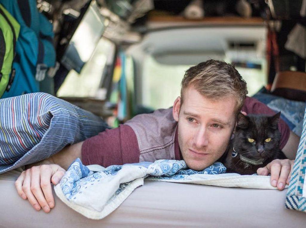 Foto: Cowok Ganteng Ini Keliling Australia Bareng Kucing